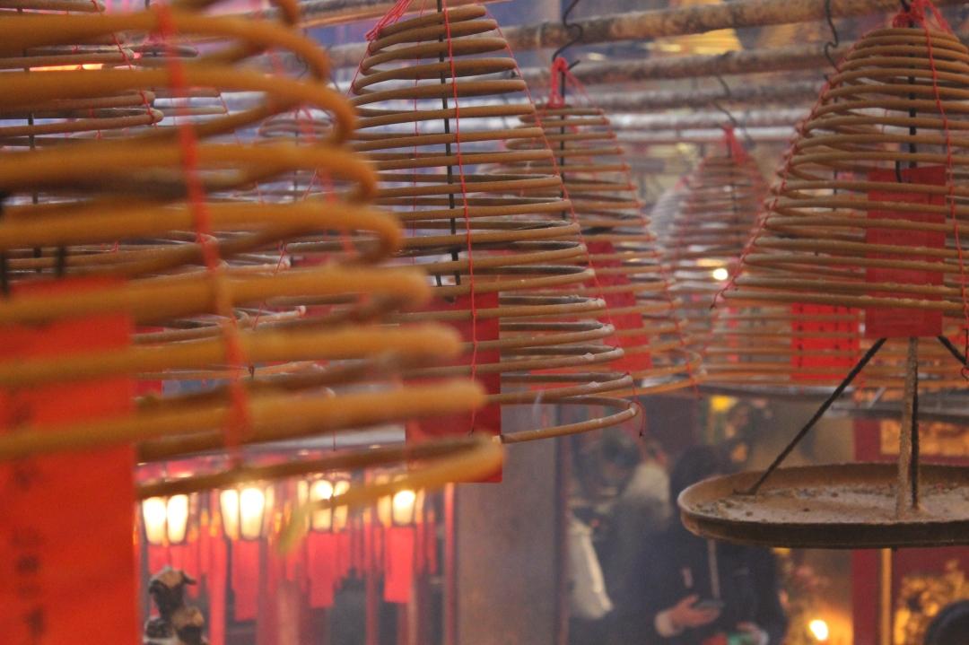 FOTO28 Hong Kong, dettaglio dell'incenso di un tempio.jpg